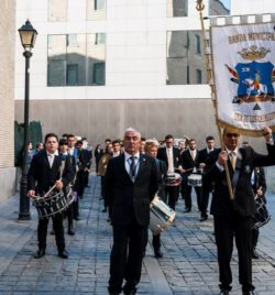 PROCESION EXTRAORDINARIA DE 25 ANIVERSARIO  FUNDACIONAL DE LA HERMANDAD  Y LA COFRADÍA DE NAZARENOS   (ZARAGOZA)