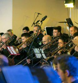 Vientos metales interpretando un tema en el concierto de Navidad